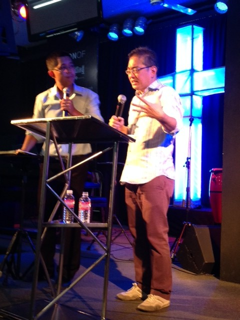 Pastor Simon Chua from New Life Community Church in Singapore was the guest speaker in the 2nd service, so I got a chance to sit back & receive!
