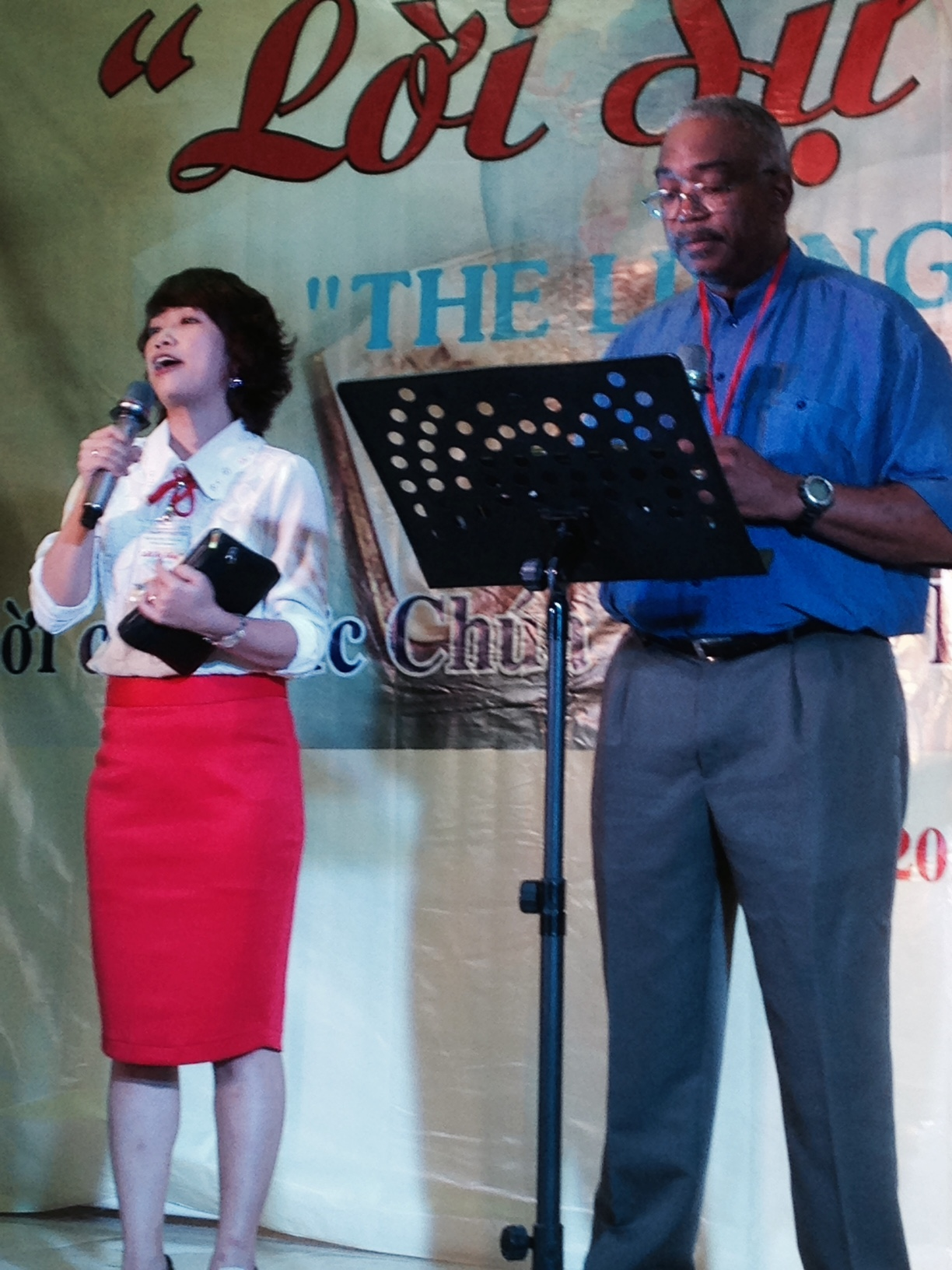 The first message of the conference came from Zollie Smith, Jr. - his interpreter Esther was amazing!