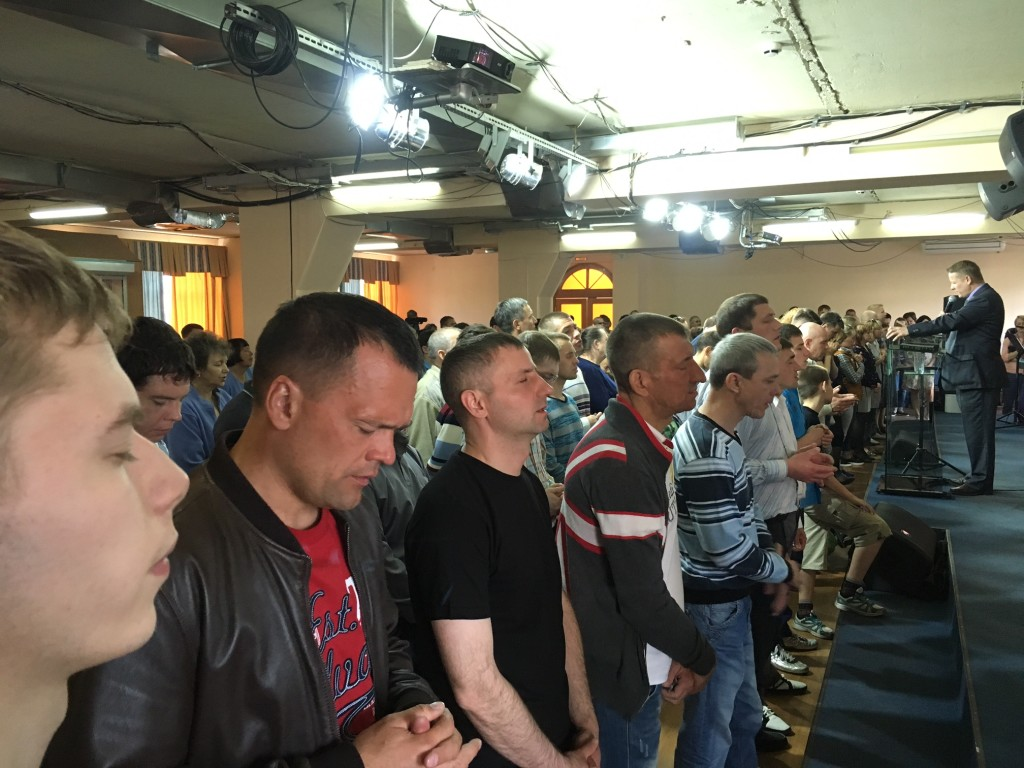 I sensed a strong anointing again tonight as I preached on prayer & the altar was filled afterwards with Siberians who wanted to pray!