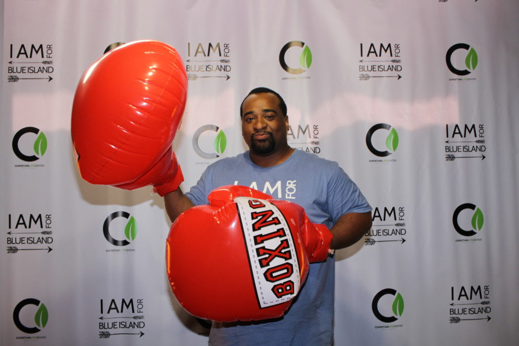 Arreck Stewart donned the gloves in honor of the movie, 'Creed'