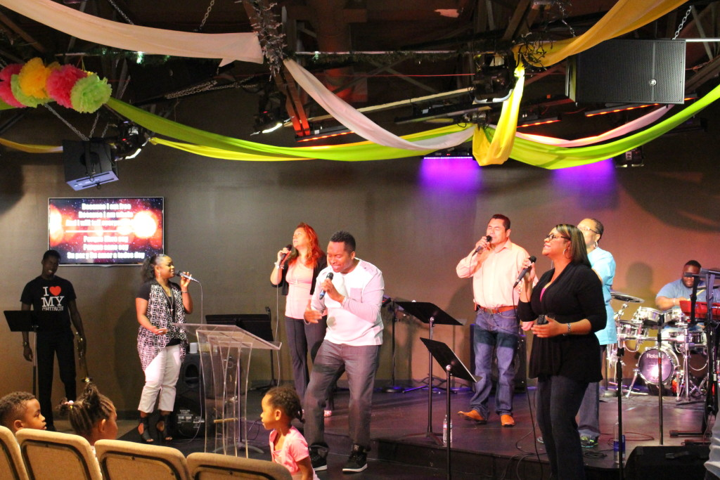 Pastor Jon & the Blue Island worship team led everyone into the Presence of God.