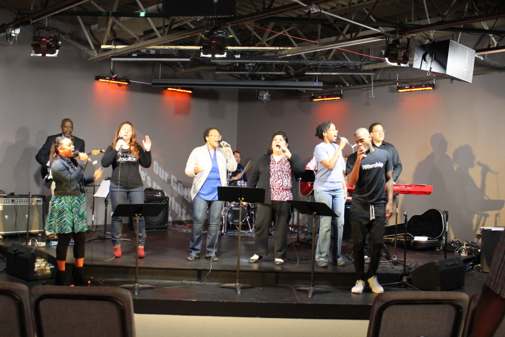 In Blue Island, the worship team brought His Presence!